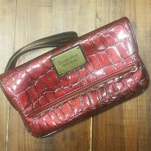 Vera Wang》Folded bordeaux red fauxcrocodile clutch